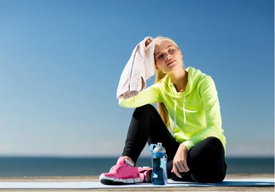 Не может найти время, деньги и силы на регулярные тренировки в спортзале.