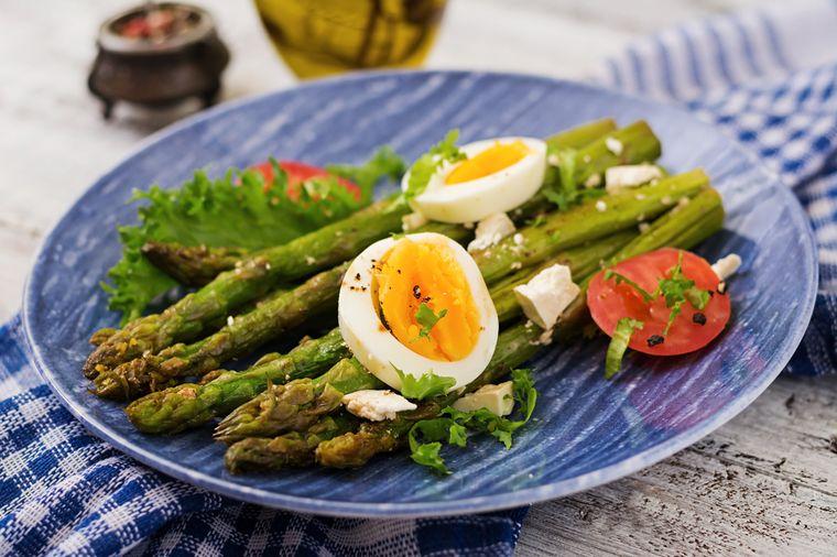 салат из яиц и спаржи