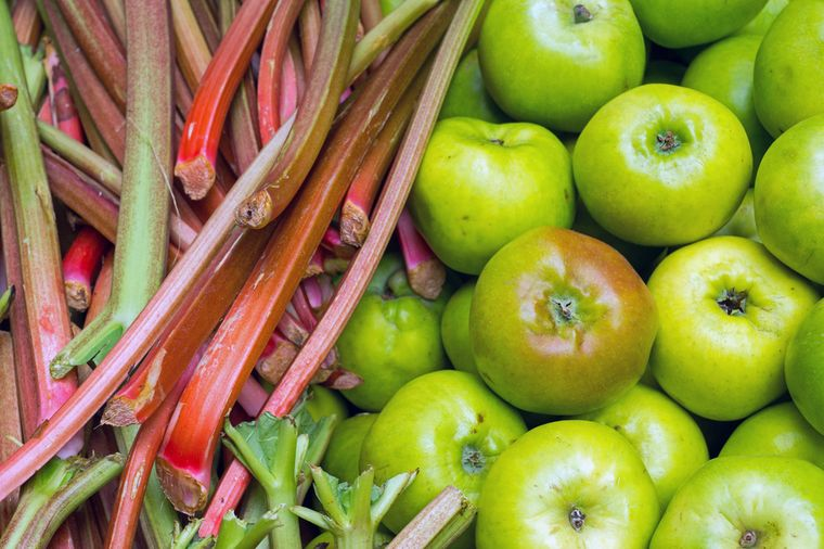 ревень и яблоки