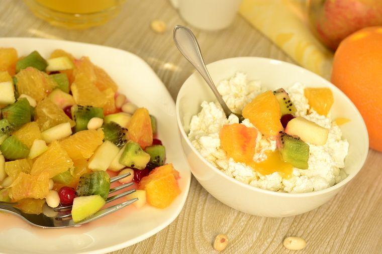 фруктовый сала и творог