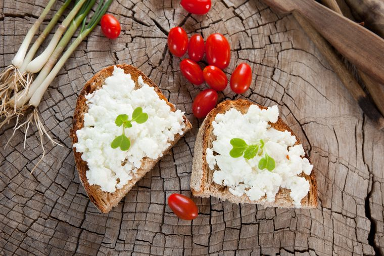 bread and cottage cheese