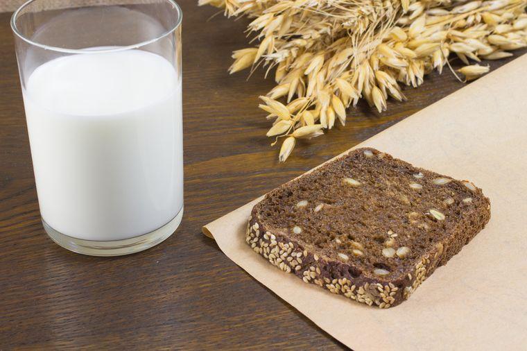 кефир и черный хлеб