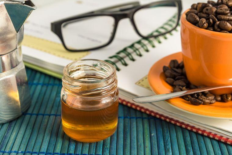 черный кофе и мед