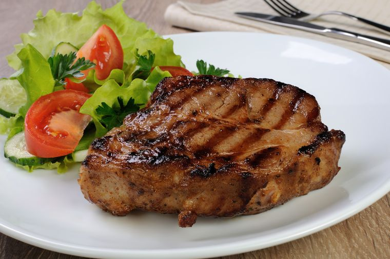 стейк с салатом