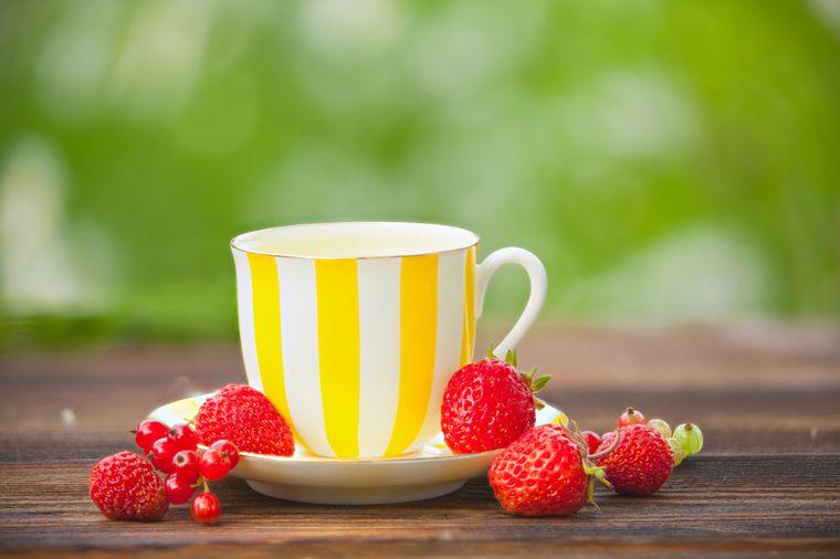 зеленый чай и ягоды
