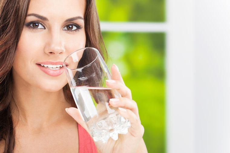 Разгрузочный день на воде: польза и вред. Люблю пить воду