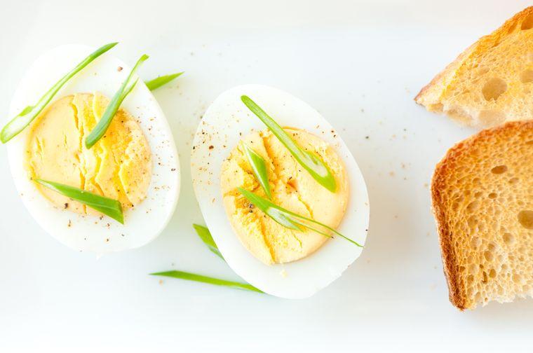 яйцо вкрутую и тост