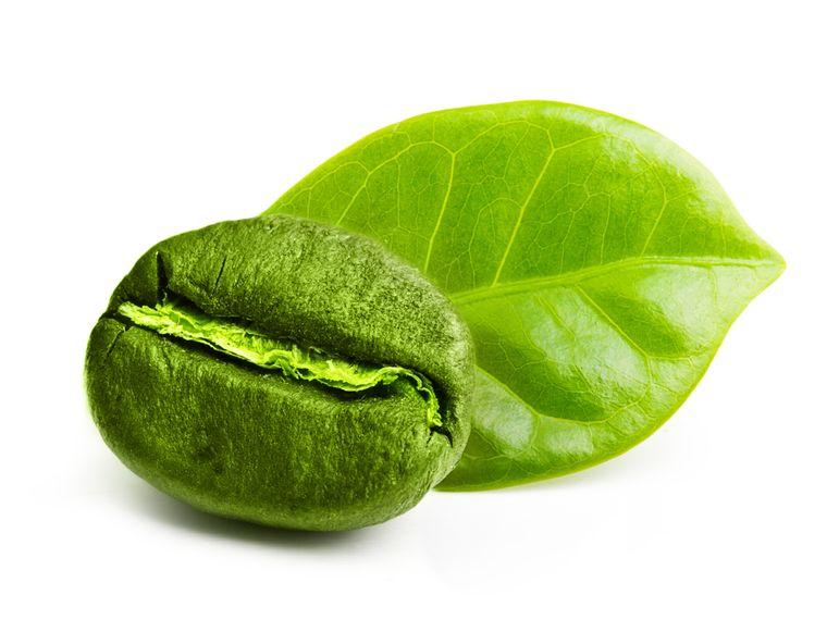 зеленый кофе на белом фоне