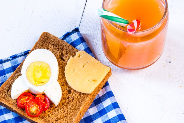 полезный детский бутерброд и сок