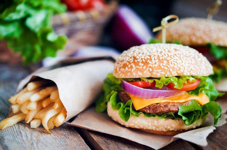 бургер и картофель-фри