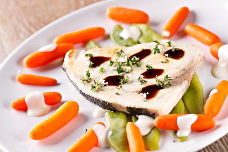 рыба с фасолью и морковью