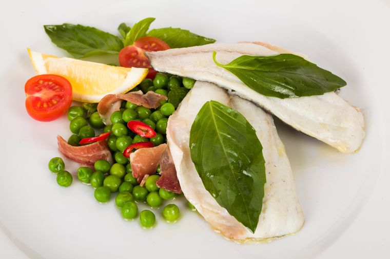 рыба с зеленым горошком