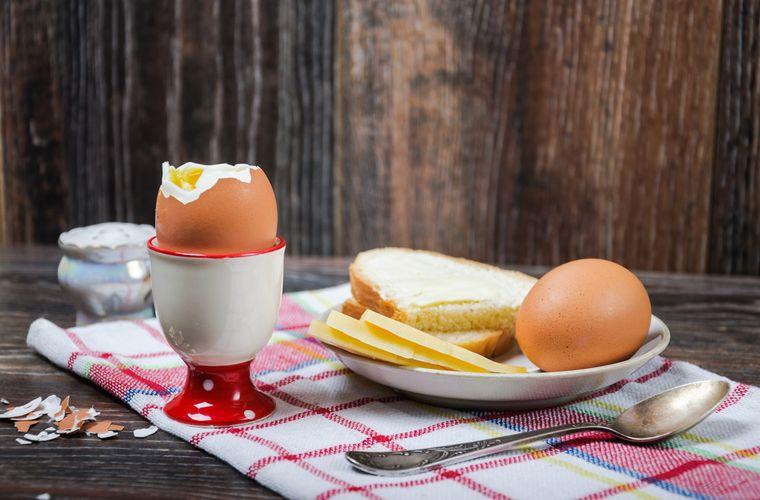 яйца, хлеб и сыр