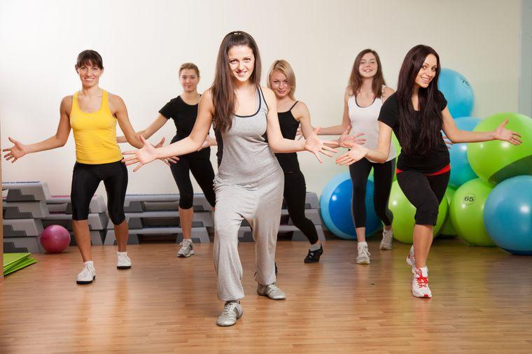 аэробная танцевальная тренировка