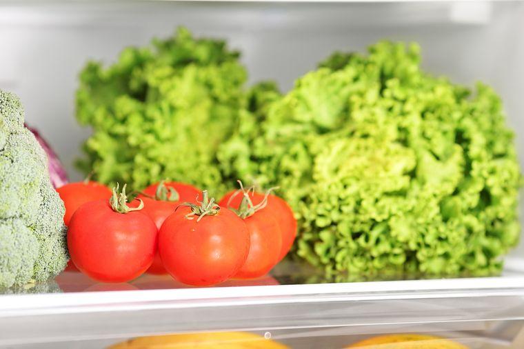 брокколи, томат и листовой салат