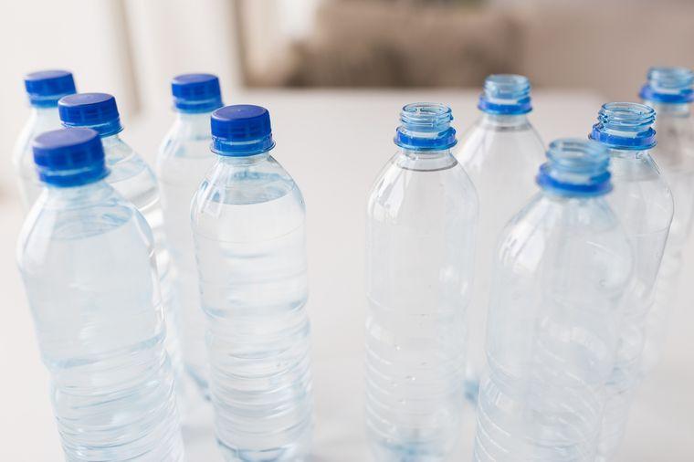 минеральная вода в бутылке
