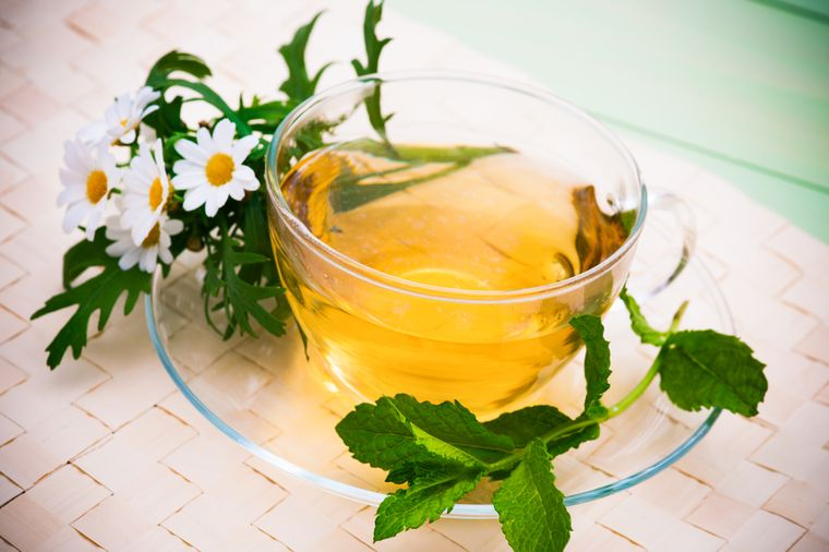 чай из ромашки с мятой