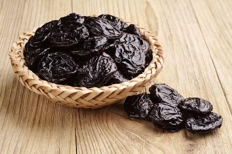 Чернослив: калорийность на 100 грамм — 240 ККал. Белки, жиры, углеводы, химический состав.