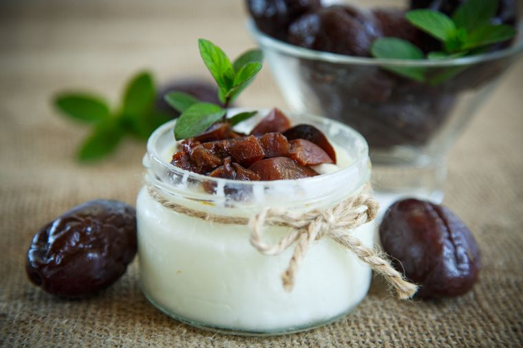 йогурт с черносливом