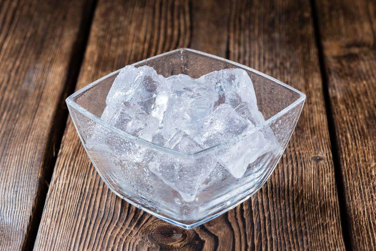 лед в чашке