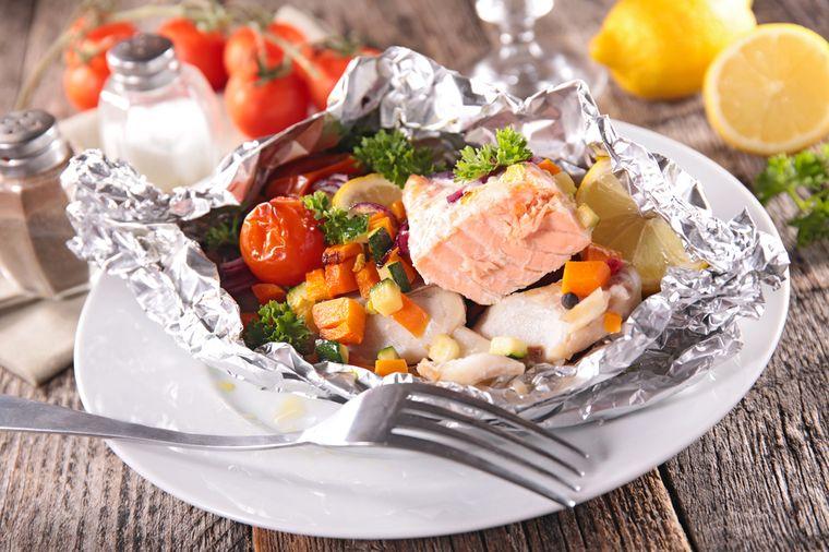 лосось с овощами в фольге