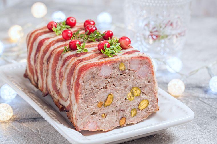 мясо с фисташками