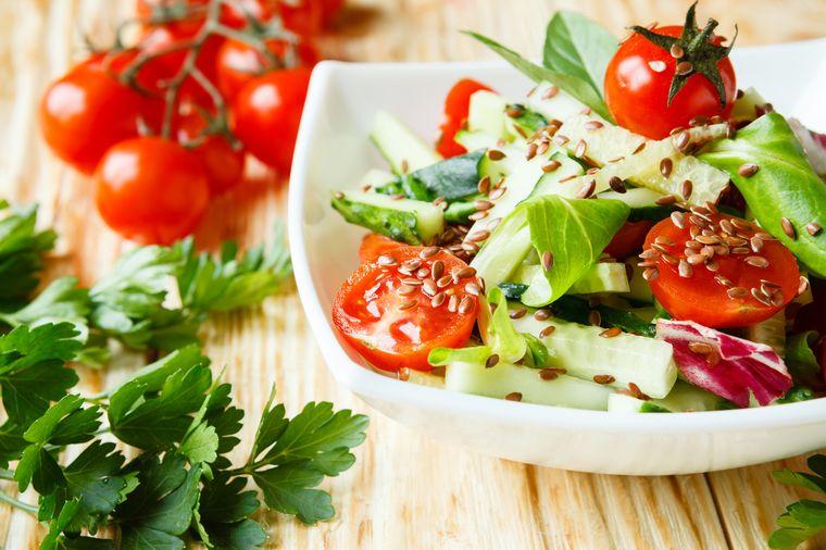 овощной салат с льняным семенем