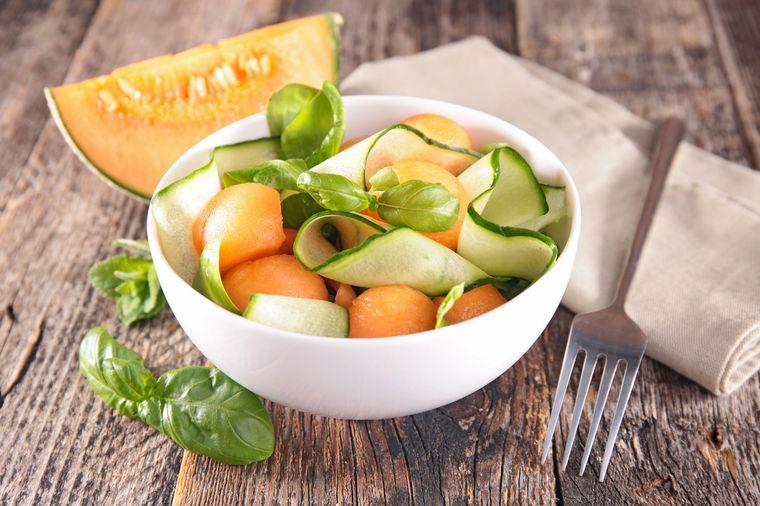 салат из дыни и огурца