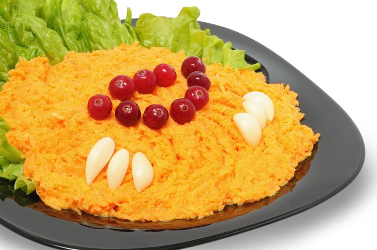 carrot salad with cheese and garlic