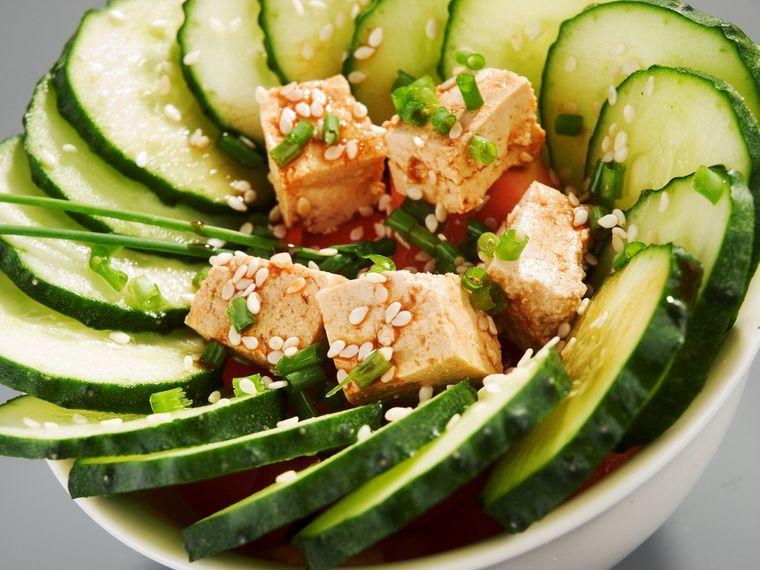 салат из тофу и огурца