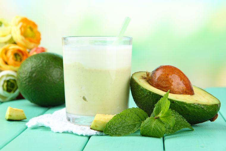 смузи из авокадо с молоком