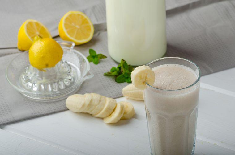 смузи с бананом и лимоном