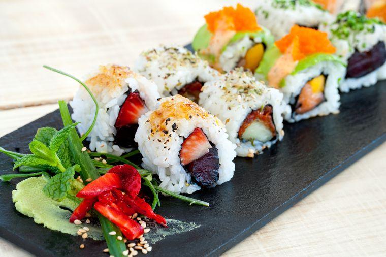 суши урамаки