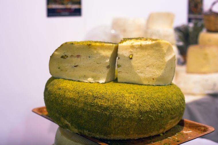 сыр с фисташками