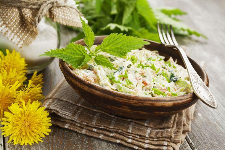 вкусный салат с крапивой