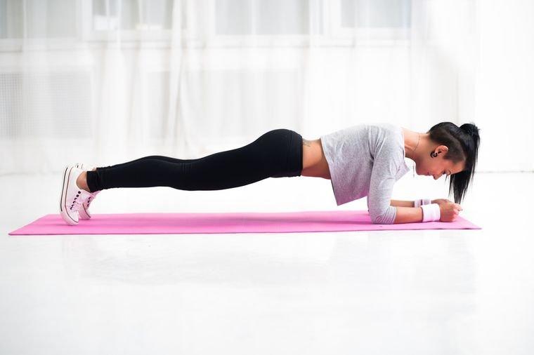 Смотреть 3 упражнения из йоги для идеальных ягодиц за 15 минут в день видео