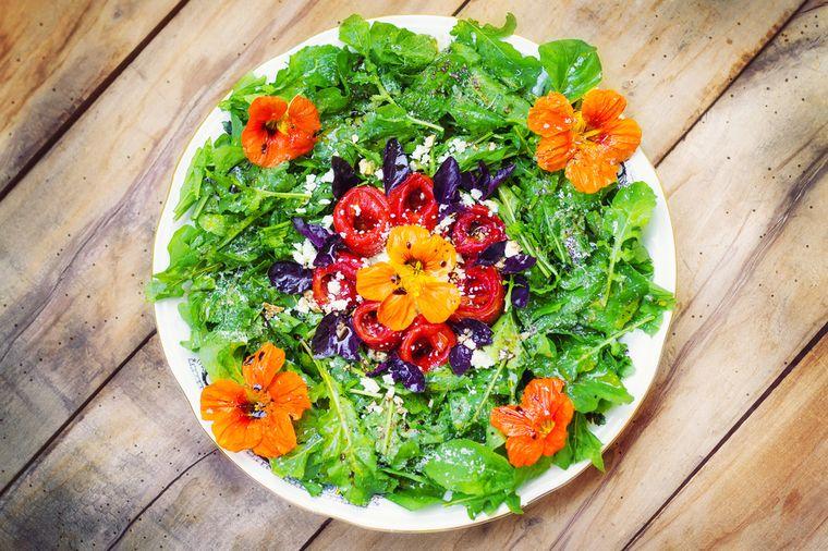 салат из рукколы и красного перца