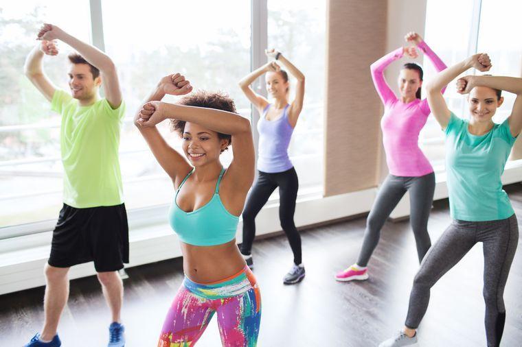 танцуют зумбу для похудения