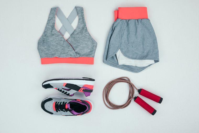 спортивная одежда и инвентарь для девушки