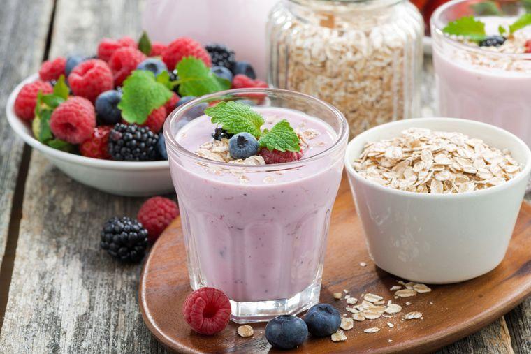 овсянка с йогуртом и ягодами