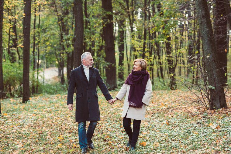 пара ходит пешком