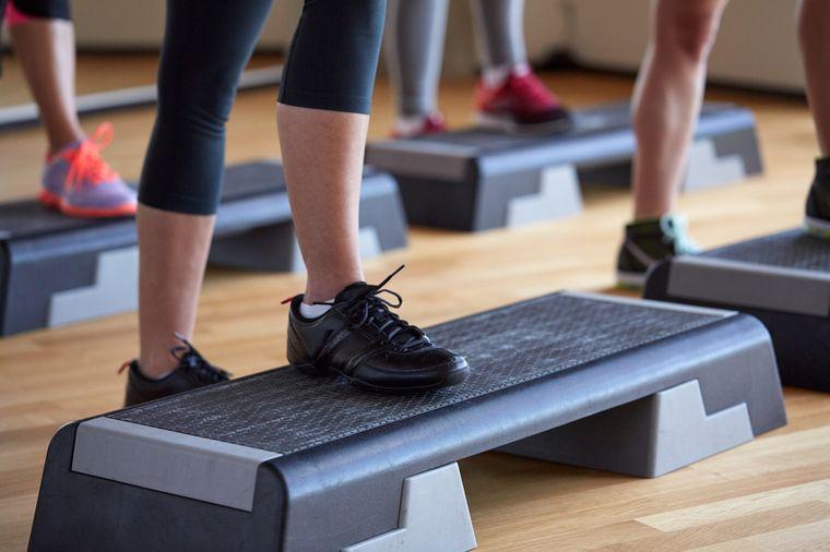 Степ аэробика для похудения, комплекс упражнений, отзывы и результаты