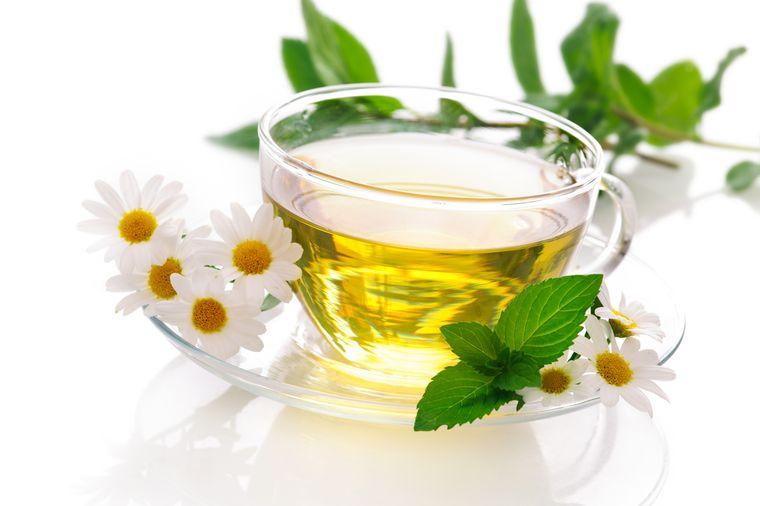чай с ромашкой и мятой