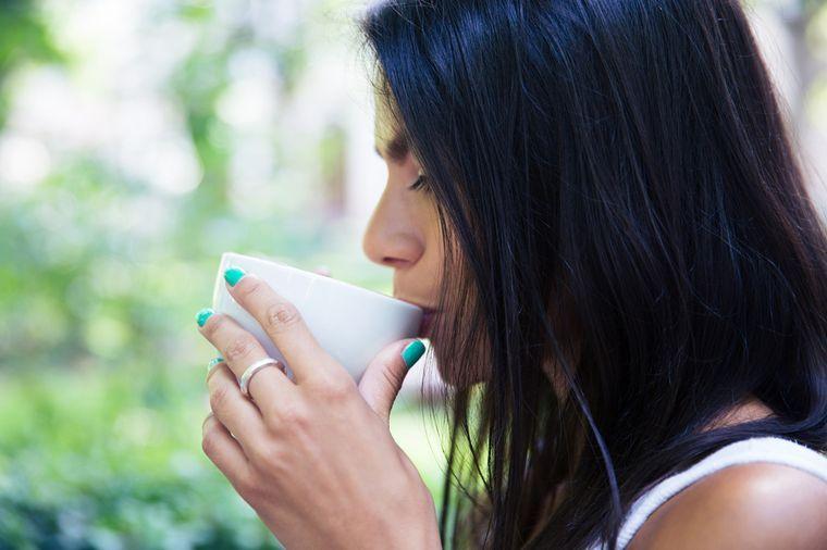 пьет кофе для похудения