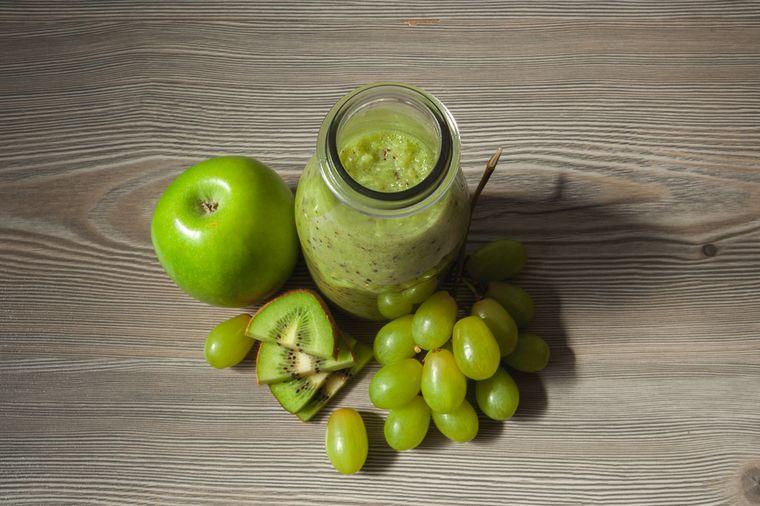 смузи из винограда, яблока и киви