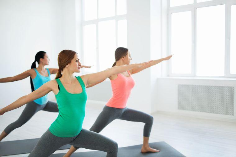 поза йоги для укрепления ягодиц