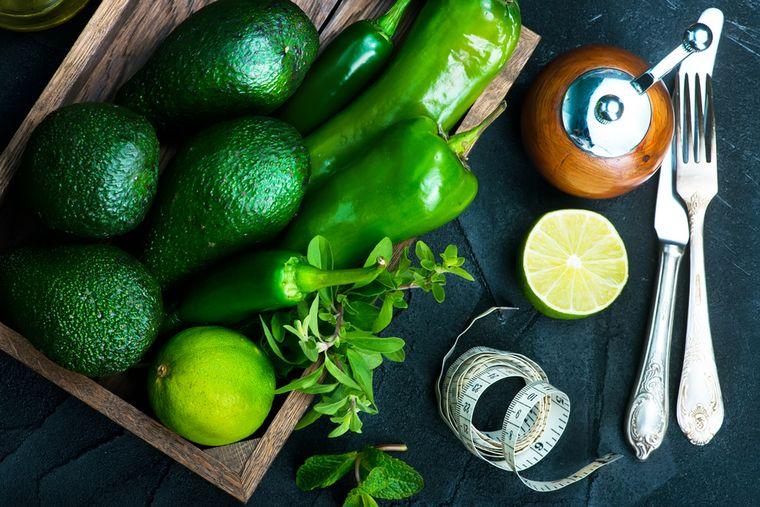 авокадо, перец и лайм