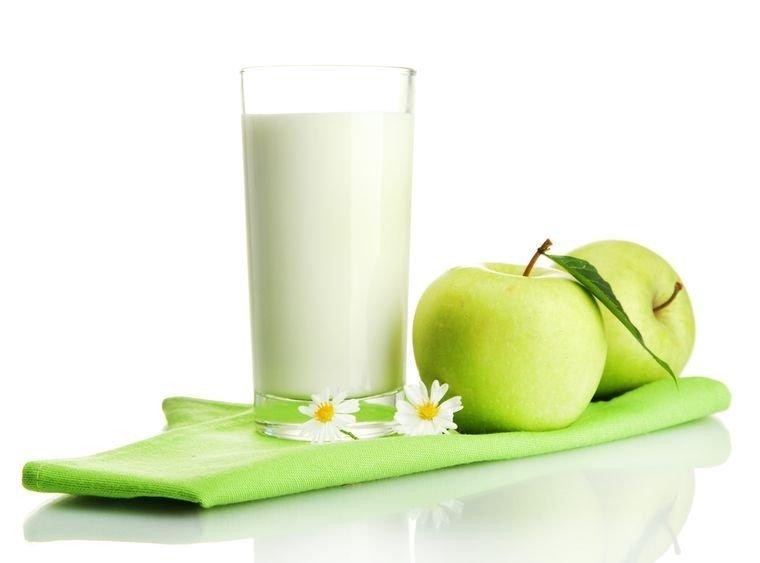 йогурт и яблоки
