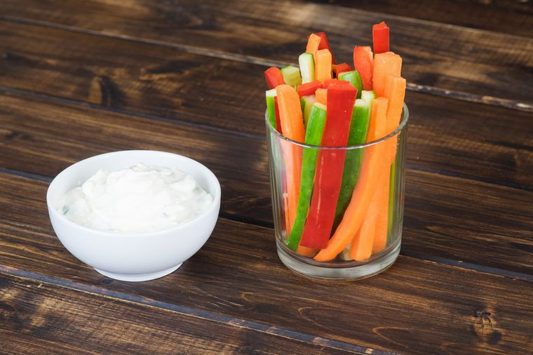 йогурт, морковь, огурец и перец