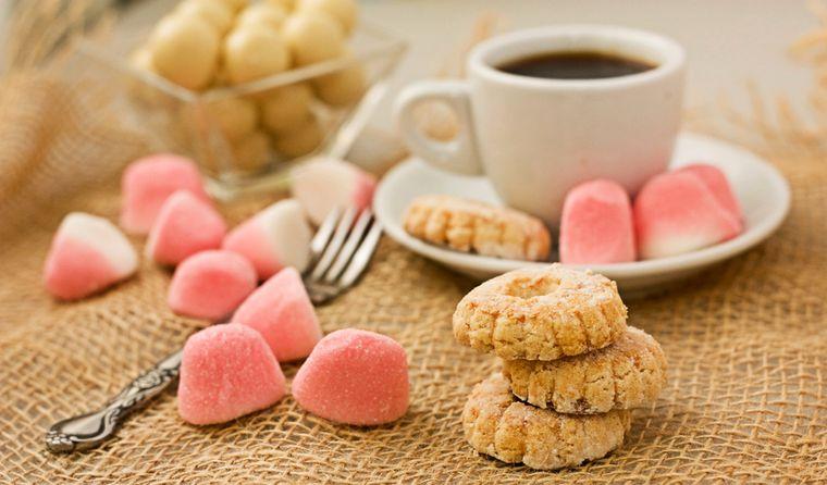 конфеты и печенье
